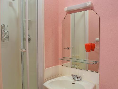 A bathroom at 4 Broomriggs