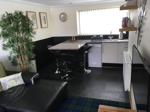 Кухня или мини-кухня в Maol View Apartment