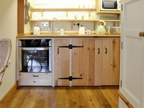 A kitchen or kitchenette at Quaver's Rest