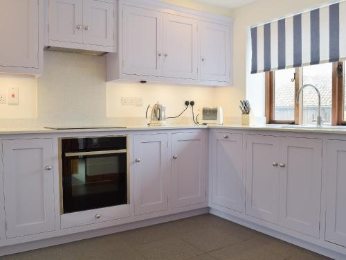 A kitchen or kitchenette at Red Barn Cottage