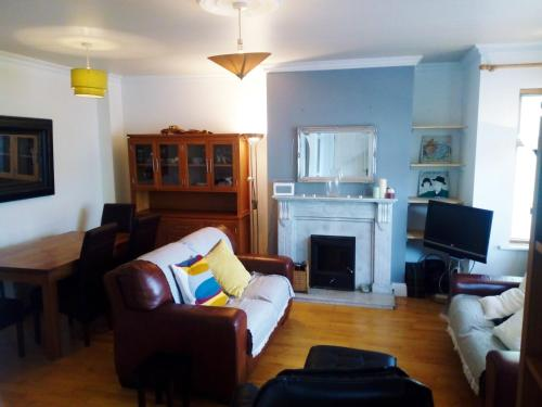 Galway townhouse 5 min from the beach!