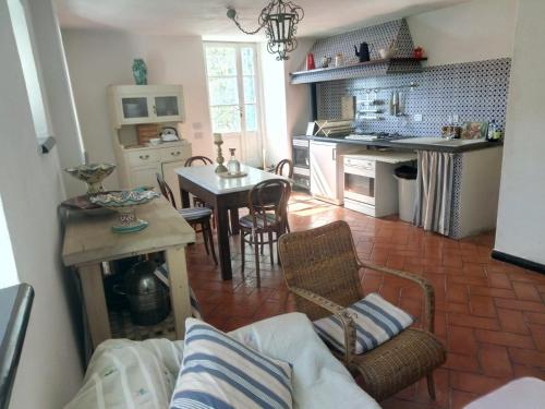 A kitchen or kitchenette at Country House in Portofino Mount & Natural Park