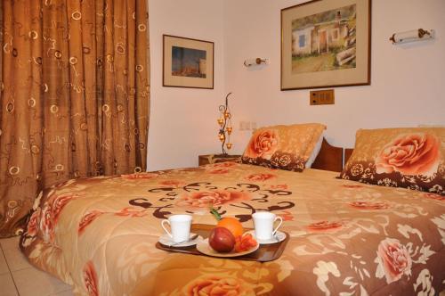 Ένα ή περισσότερα κρεβάτια σε δωμάτιο στο Διαμερίσματα Ήλιος και Θάλασσα