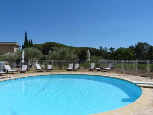 The swimming pool at or near Domaine de Casteuse Appartement 2