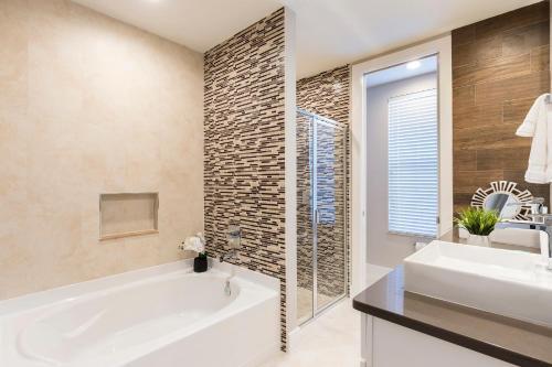 A bathroom at Summerville Resort Five Bedroom Townhome SV119