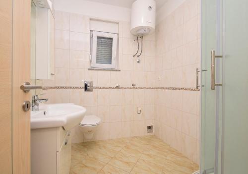 A bathroom at Vlahov Apartments