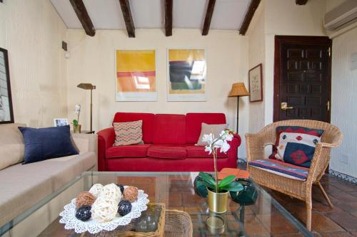 A seating area at Amazing flat close to Puerta de Alcalá and Serrano Street