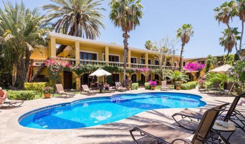 El Encanto Inn & Suites