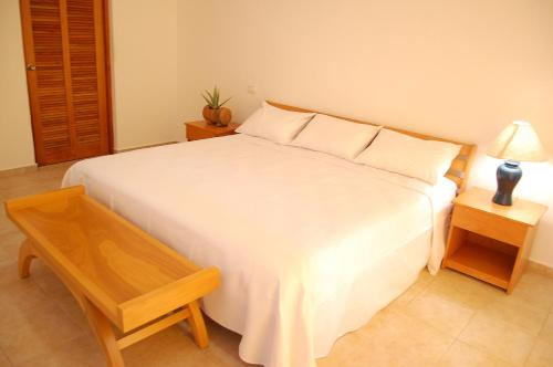 A bed or beds in a room at Villas Mayaluum