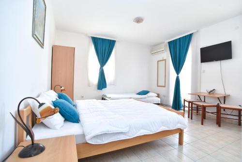 Кровать или кровати в номере Apartmani Alexandra