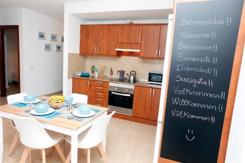 Una cocina o zona de cocina en Apartamento Vistamar by Sea You There Fuerteventura