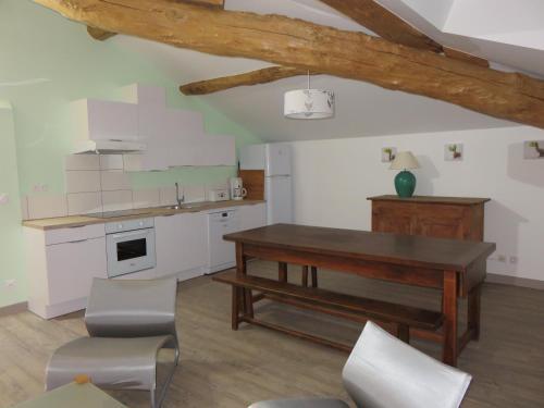 Cuisine ou kitchenette dans l'établissement Gîtes Lieu Dit Cruzel
