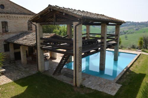 The swimming pool at or near La casa nella Vigna