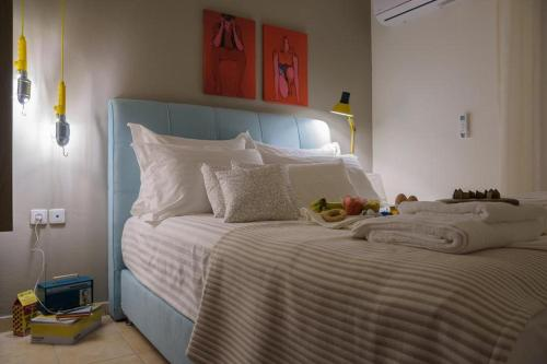 A bed or beds in a room at Like Home Alexandroupolis