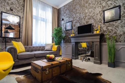 A seating area at Viktoria Luxury Apartment
