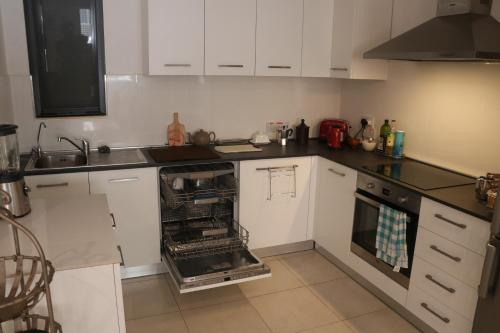 A kitchen or kitchenette at TH1 - Modern Stylish Holiday Home