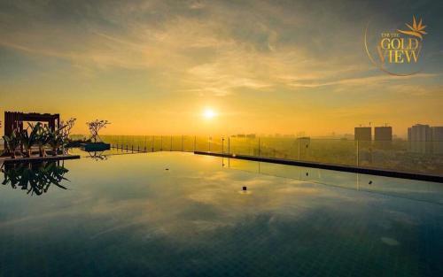 Бассейн в LUXURY GOLD APARTMENT 6- Rooftop Pool City View In the HEART HCM 1212 или поблизости