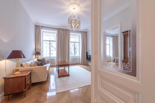 A seating area at Luxury Apartment in Schegargasse
