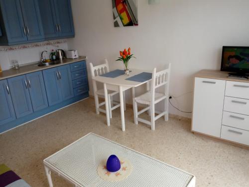 A kitchen or kitchenette at Apartamento a la Playa