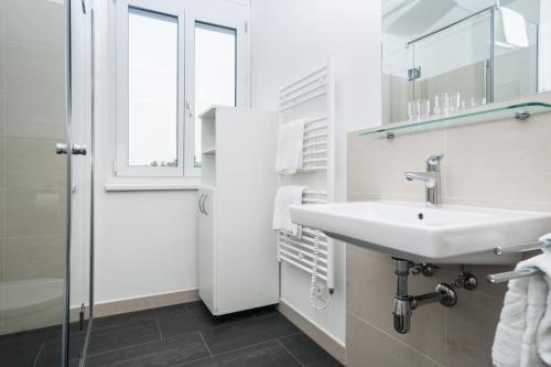 A bathroom at IG City Apartments Campus Lodge