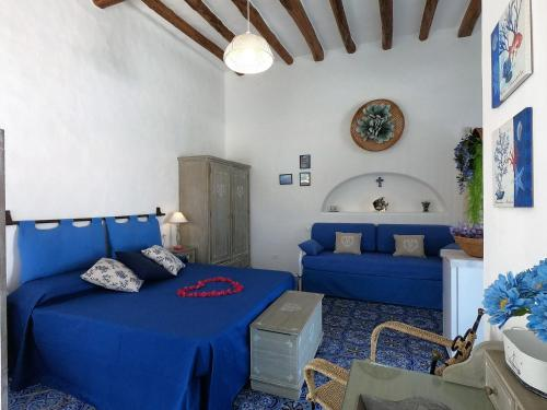 A bed or beds in a room at La Ginestra