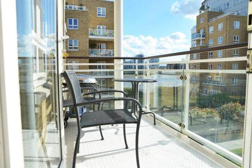 A balcony or terrace at Cosy & Bright 3 Bed Apartment w/ Private Balcony
