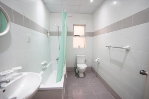 Kylpyhuone majoituspaikassa Cardor Holiday Complex