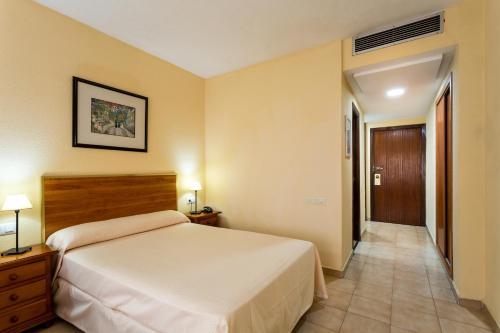 Llit o llits en una habitació de Apartamentos Resitur