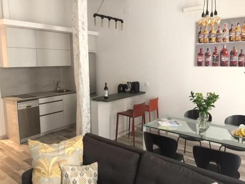 Una cocina o zona de cocina en Bartolo Beach Apartment