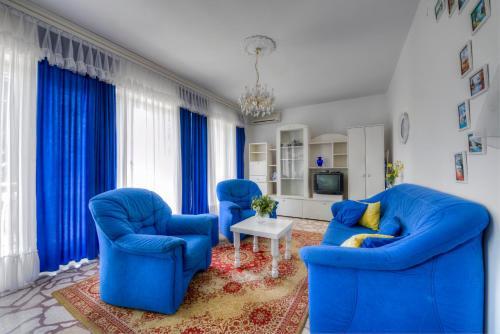 A seating area at Apartments Villa Gianna 215