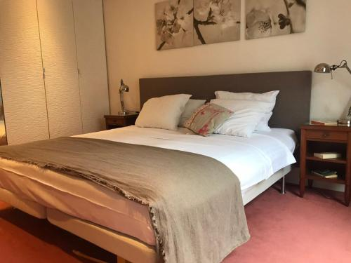 A bed or beds in a room at Vue Tour Eiffel