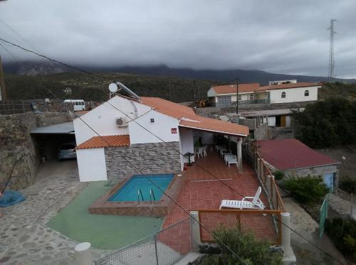 A view of the pool at Casa Rural de Perera or nearby