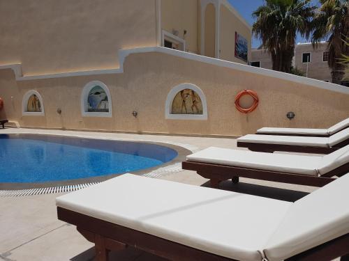 維拉伊里尼公寓式酒店游泳池或附近泳池