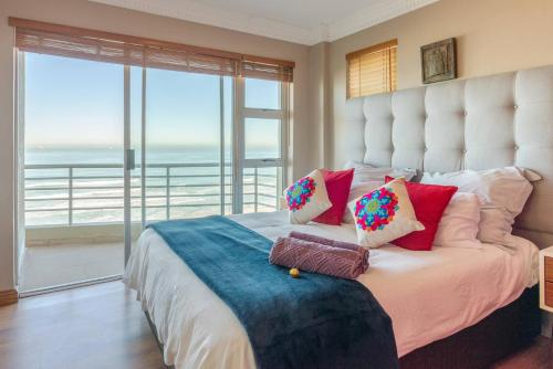 A bed or beds in a room at Cape Town Bay View