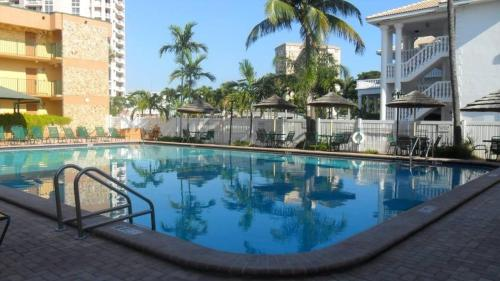 The swimming pool at or near Surf Rider Resort
