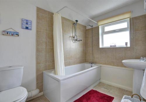 Ein Badezimmer in der Unterkunft Puffin House