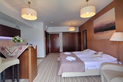Łóżko lub łóżka w pokoju w obiekcie Apartament Szklane Domy