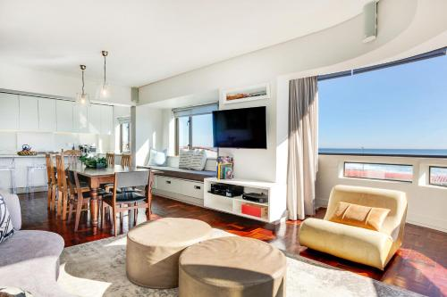 A seating area at Sea Point Kingsgate Apartment