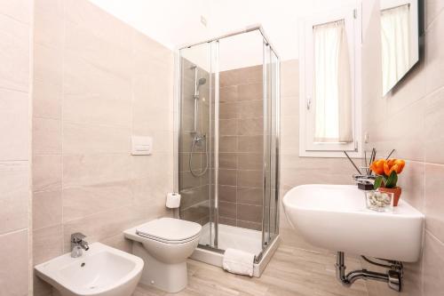 A bathroom at Alma di Alghero Apartments