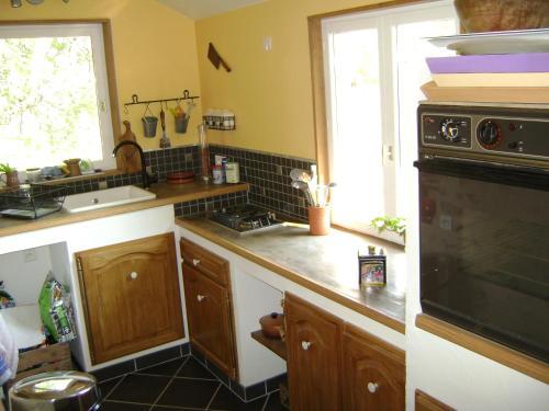 Cuisine ou kitchenette dans l'établissement Chez Hélène&Raph Chamnay