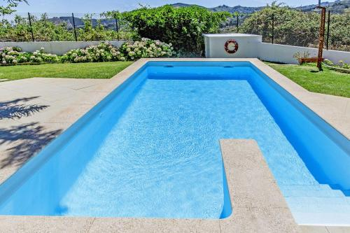 The swimming pool at or near Finca Tres Chimeneas
