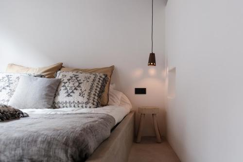 A bed or beds in a room at Boutique Holiday Home ZaligInAntwerpen 77