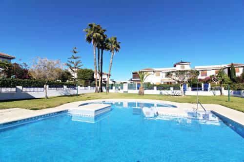 The swimming pool at or near Veramar 2 Bajo