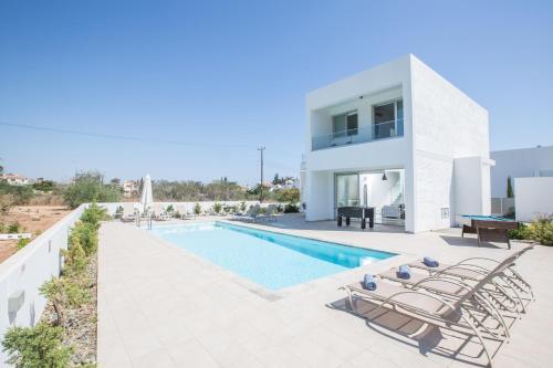 The swimming pool at or near Villa Kody