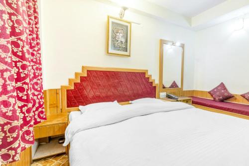 A bed or beds in a room at Boutique room in The Mall, Manali, by GuestHouser 10877