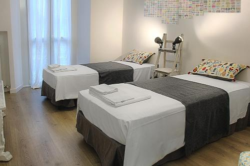 A bed or beds in a room at Bligny 64 - Bocconi cozy studio x2!
