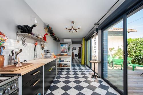 A kitchen or kitchenette at Air Rental - Villa mer et soleil