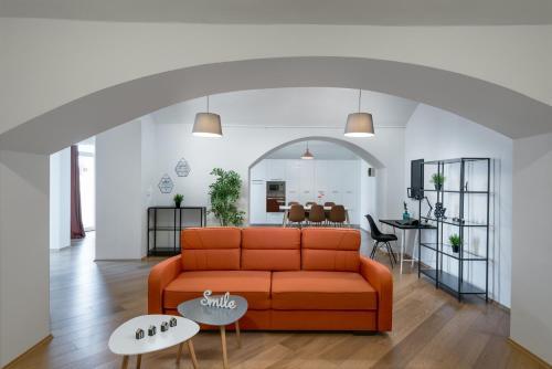 Гостиная зона в Rehorova apartments