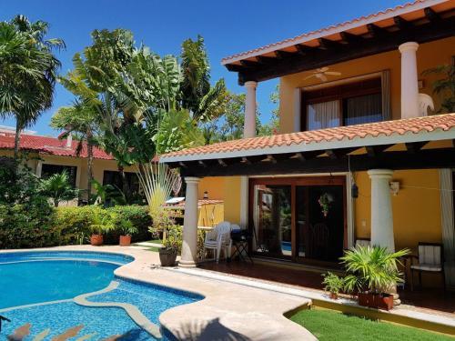The swimming pool at or near Casa Amarilla Playacar 1