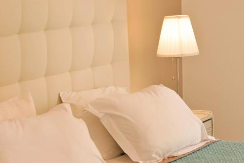 A bed or beds in a room at Scala Apartments